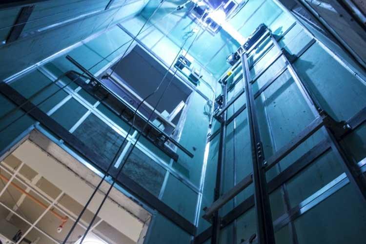 ¿Existe la obligación de instalar un ascensor en los edificios antiguos?