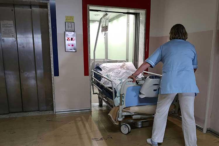 Montacamas y montacamillas, ascensores para hospitales