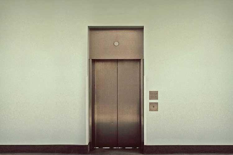 ¿Se puede instalar un ascensor si solo lo quiere un vecino?