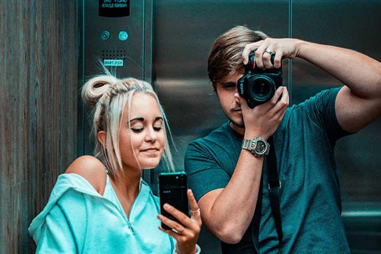 El selfie en el ascensor: un clásico de las redes sociales