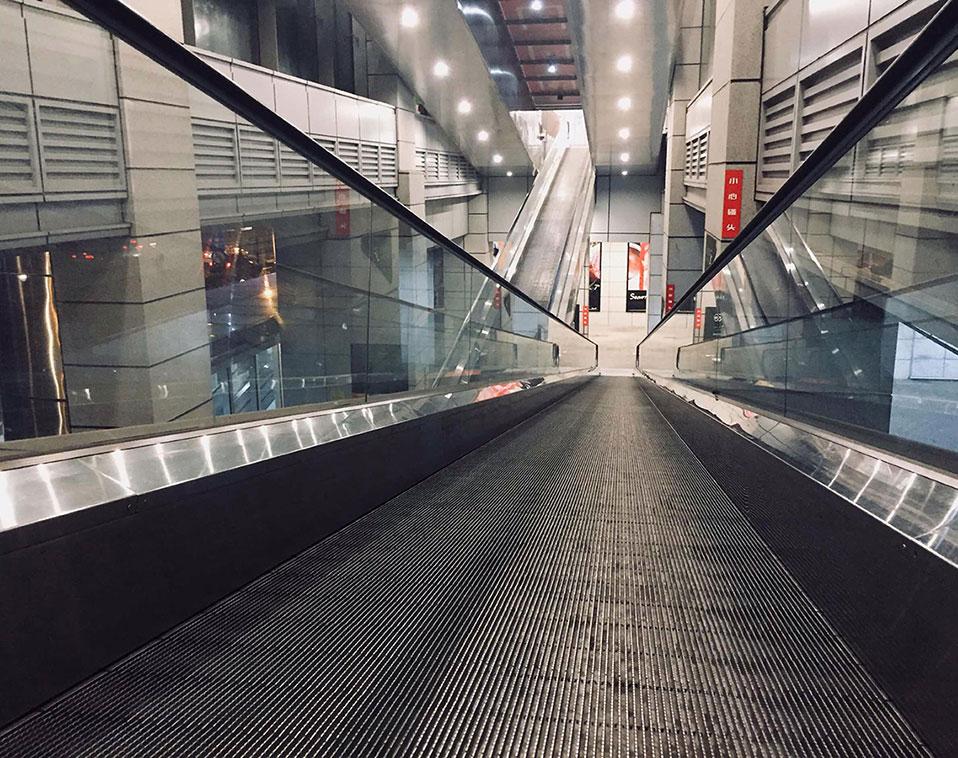 Caminos rodantes, pasillos móviles con entrada suavizada - Ascensores Ramase